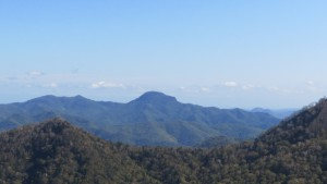 百松沢山、烏帽子岳と神威岳(烏帽子岳の奥)