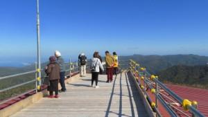 ゴンドラ降り場の上につくられたパノラマ展望台