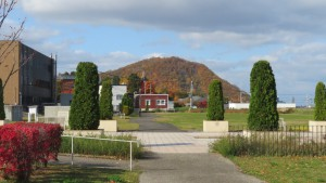 藻岩浄水場から円山の紅葉を望む