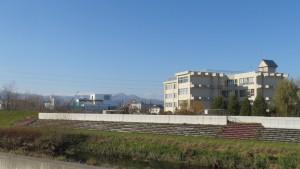 米里中学校と手稲山を望む