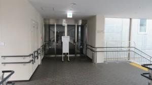 中央体育館前の空中歩廊