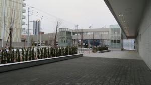 中央体育館から空中歩廊を望む