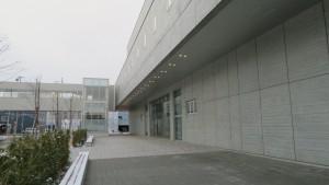 中央体育館入口と空中歩廊