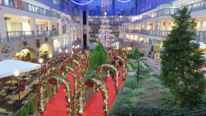 アーチとジャンボクリスマスツリー