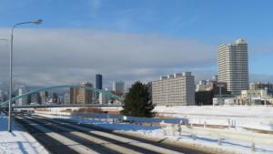 水穂大橋と高層マンション「ライオンズマンション札幌スカイタワー」