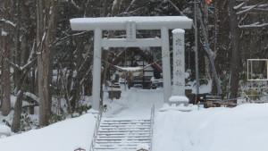 定山渓神社の鳥居と社号標