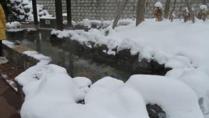 足湯の雪景色