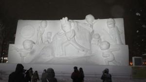 10丁目 大雪像「サザエさん一家とウィンタースポーツ in SAPPORO」
