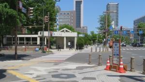 石山通と地下鉄西11丁目駅