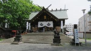 社殿と狛犬