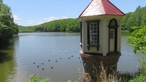 貯水池と取水塔