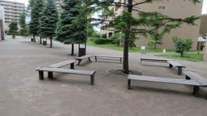 公開空地内のベンチ