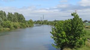 西茨戸橋から発寒川下流を望む