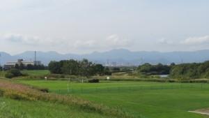 百松沢山と神威岳と砥石山を望む