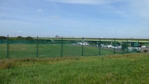 雁来河川健康公園ゴルフ練習場と雁来大橋