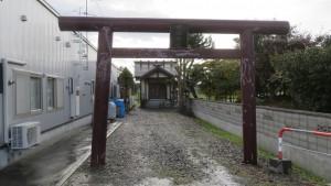 中沼神社の鳥居と社殿