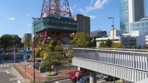 南大通横断歩道橋からテレビ塔を望む