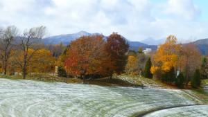 紅葉と札幌近郊の山々