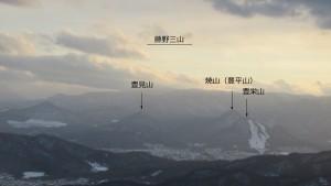 山頂から藤野三山(豊栄山、焼山、豊見山)を望む