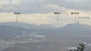 山頂から紋別岳、樽前山、風不死岳、イチャンコッペ山を望む