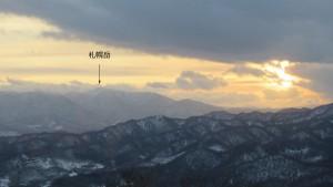 山頂から札幌岳を望む