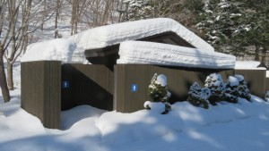 雪が積もったトイレ