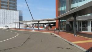 苗穂駅南口駅前広場と自由通路出入口