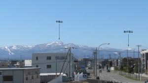 東栄橋から西方向に見える山
