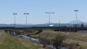 東栄橋から南方向に見える山