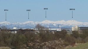 東栄橋から北方向に見える増毛山地の山
