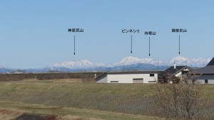 東栄橋から北東方向に見える樺戸山地の山