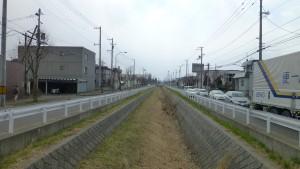 空港通橋から苗穂川下流を望む