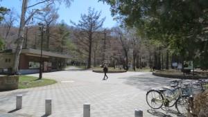 大通側入口と管理事務所(パークセンター)