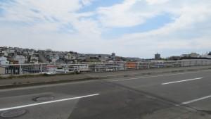 澄川高台跨道橋から西岡の高台を望む