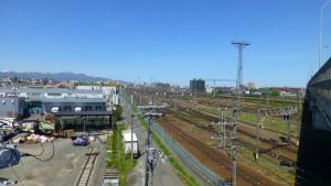 札幌貨物ターミナル駅構内を望む【白石高架橋】