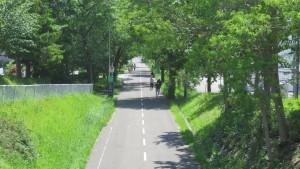 白石藻岩通から札幌恵庭自転車道を望む