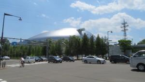 向ケ丘通から月寒通と札幌ドームを望む